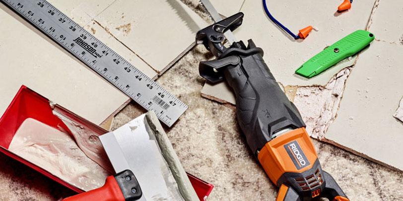 تعمیر دیوار خشک با ابزار